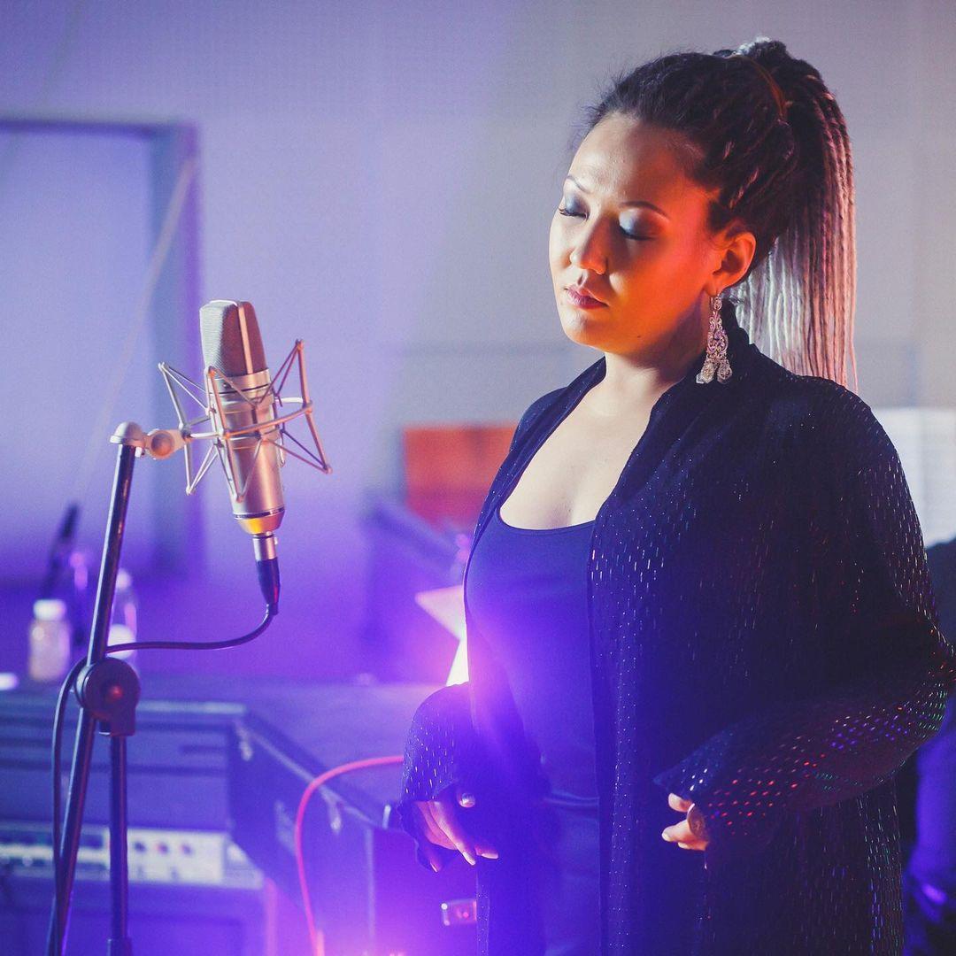Якутянка IYULINA, участвовавшая на Евровидении, выпустила первый сольный альбом
