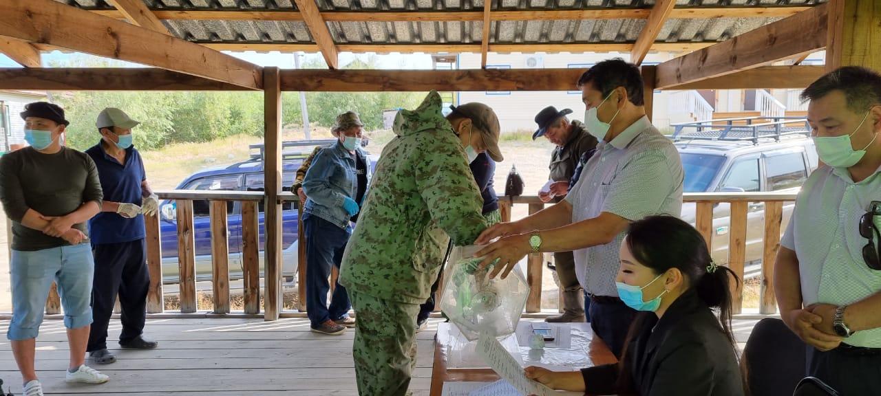 Жеребьевка по распределению охотничьих ресурсов прошла в Жиганском и Кобяйском районах Якутии