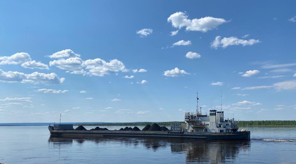 Свыше 370 тыс тонн груза доставят по рекам в арктические районы Якутии