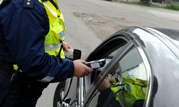 Массовые проверки водителей пройдут на дорогах Якутии 23-25 июля
