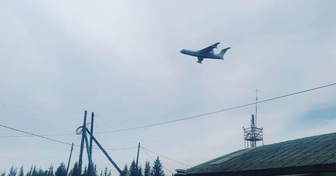Почти тысячу тонн воды сбросили на лесные пожары в Якутии за сутки