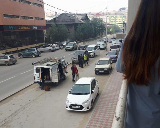 Ребенок выпал с окна на козырек жилого дома в Якутске