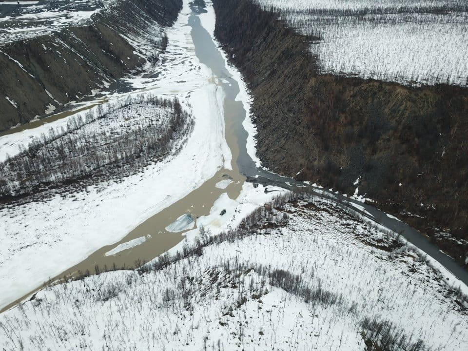 Загрязнившего реки Адыча и Сентачан золотодобытчика оштрафовали на 356 тыс рублей в Якутии