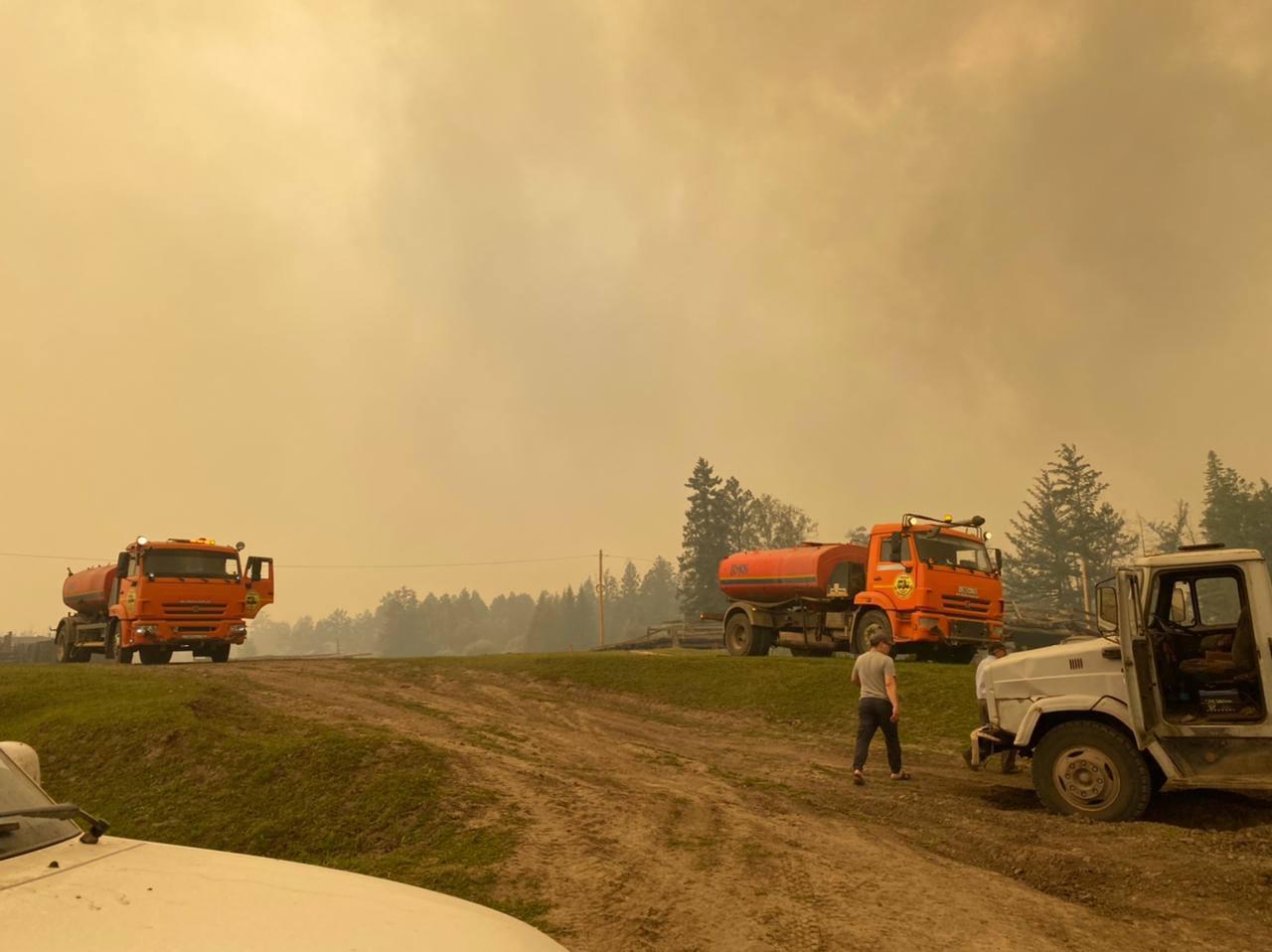 МЧС Якутии: В селе Бясь-Кюель удалось отстоять от огня 225 жилых домов