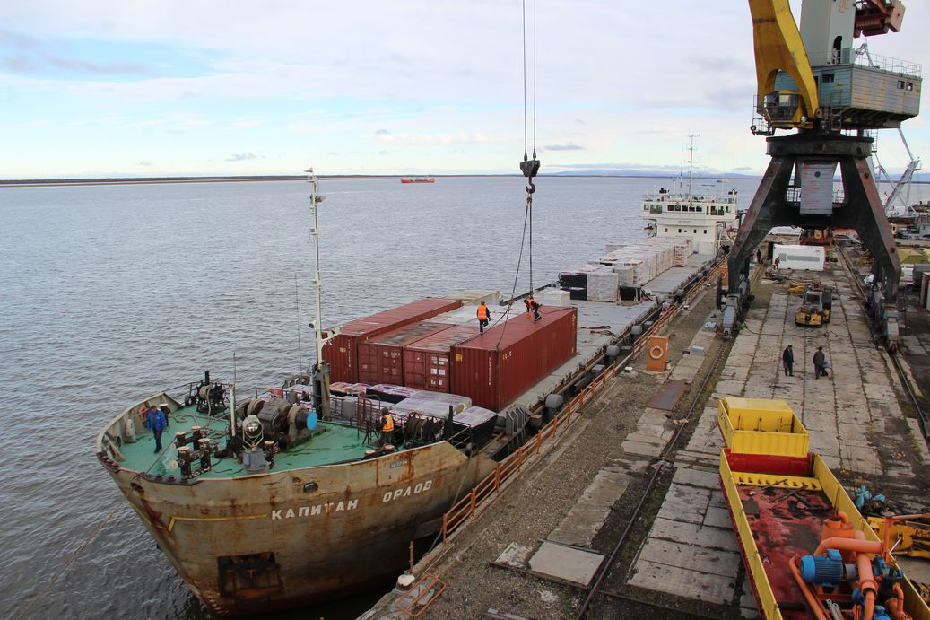 Завоз грузов по рекам идет с отставанием от плана в Якутии