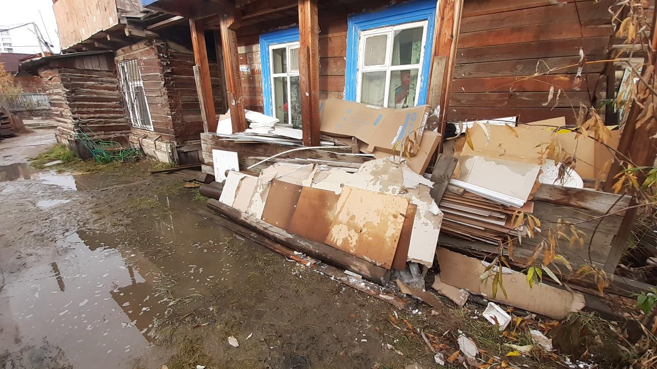 Пенсионерке, проживающей в подтапливаемом доме, предоставили квартиру в Якутске