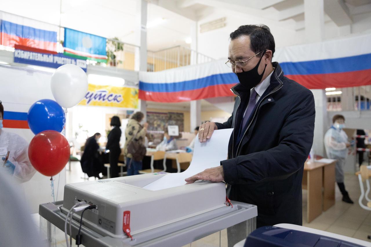 Айсен Николаев проголосовал на выборах депутатов Госдумы