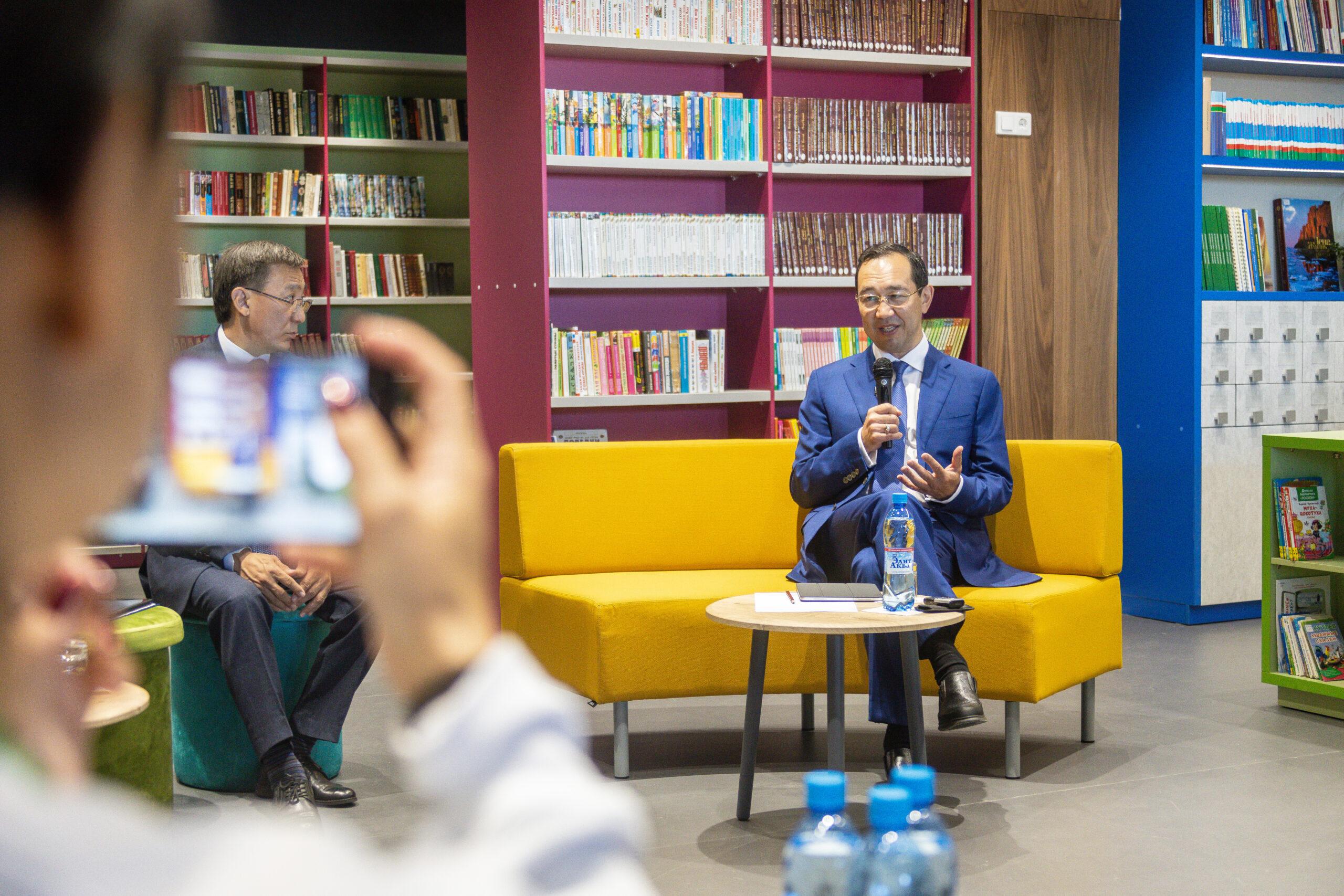 Глава Якутии провел пресс-конференцию для представителей СМИ