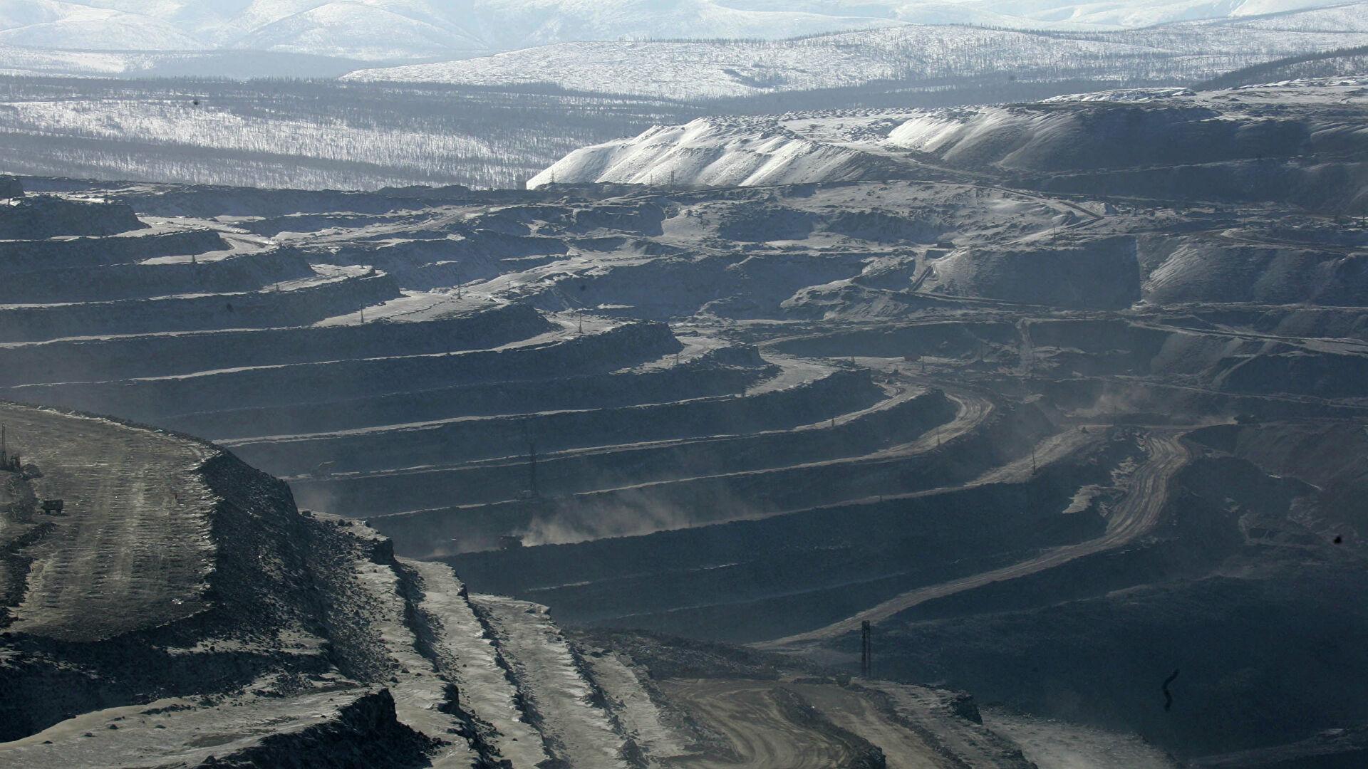 Путин поручил продумать варианты увеличения вывоза угля с Эльгинского месторождения