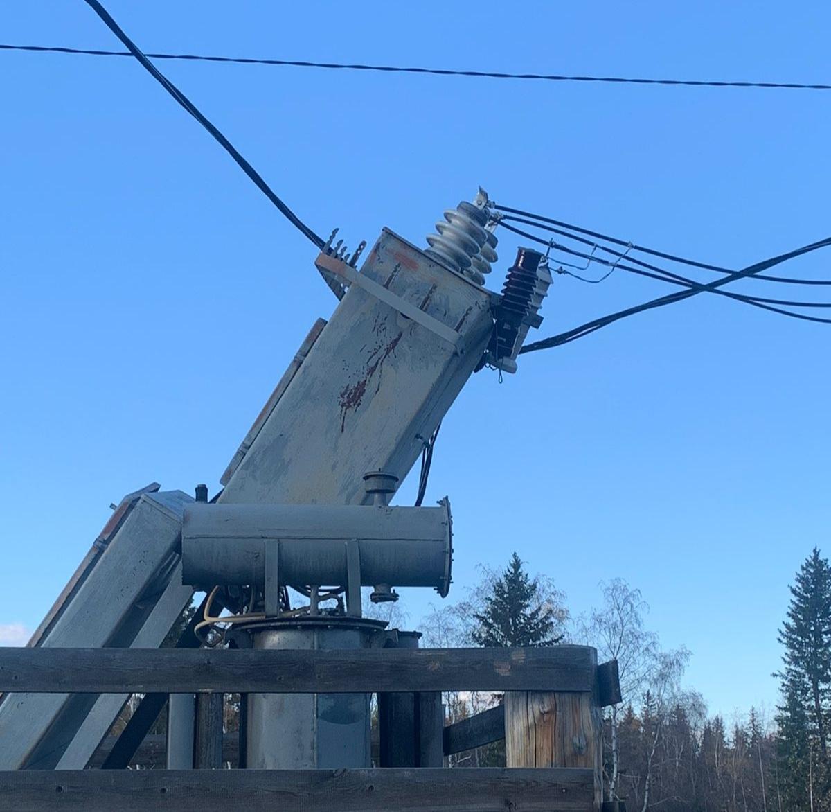 Отключение электроэнергии произошло в Нюрбинском районе Якутии из-за наезда КамАЗа на подстанцию