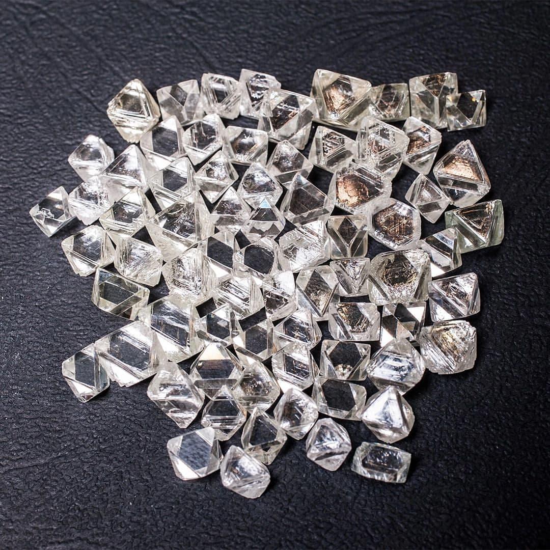 АЛРОСА в августе продала алмазы и бриллианты на 306 млн долларов