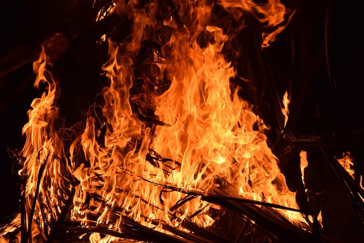 Мужчина погиб при пожаре в жилом доме в Среднеколымске