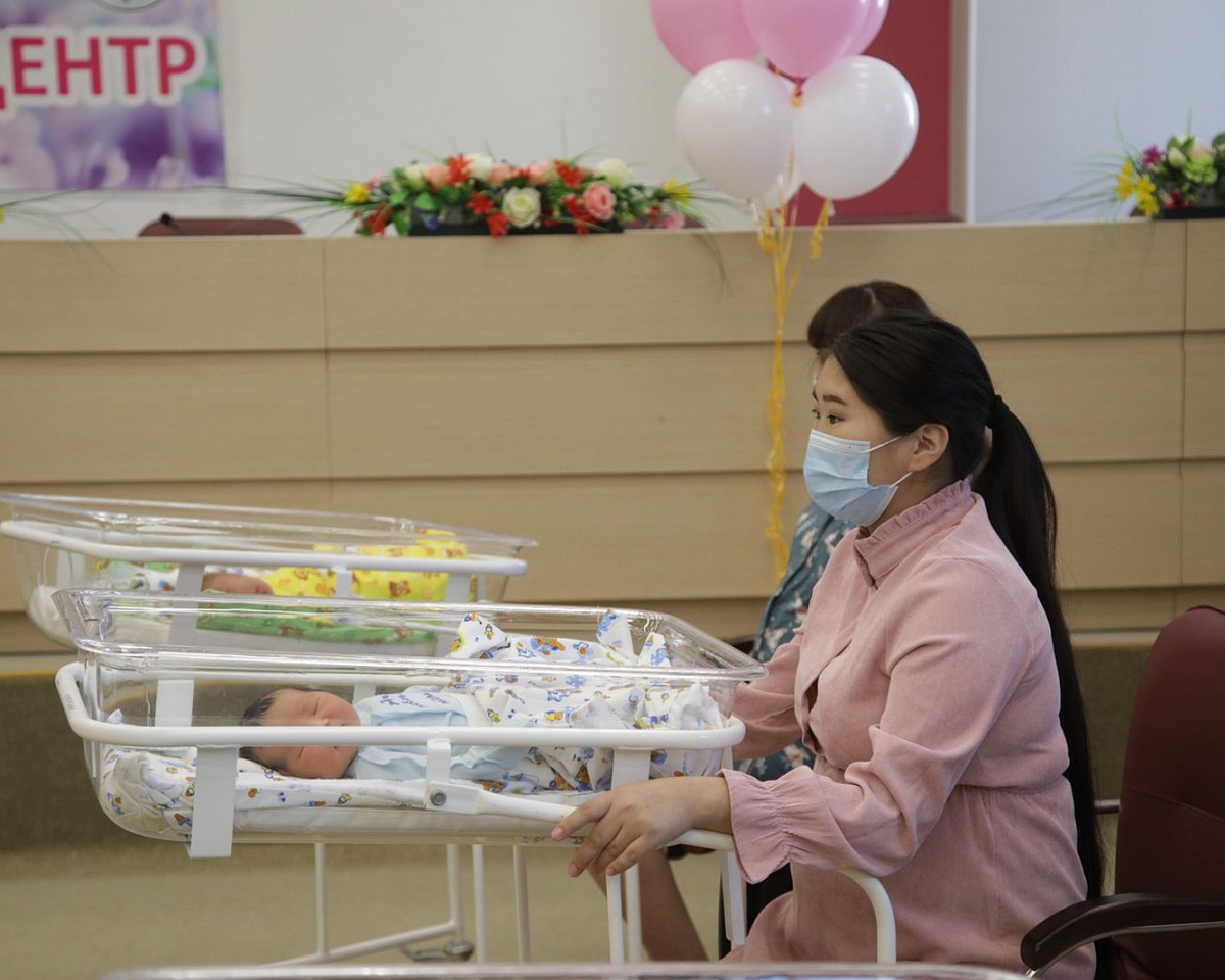 Пятнадцать детей родились в День города в Якутске