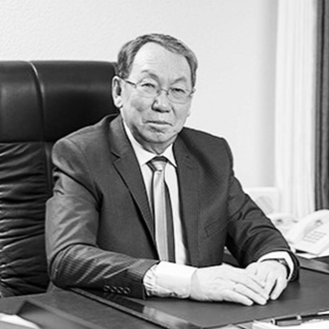 Айсен Николаев выразил соболезнования в связи со смертью Харлампия Дьяконова