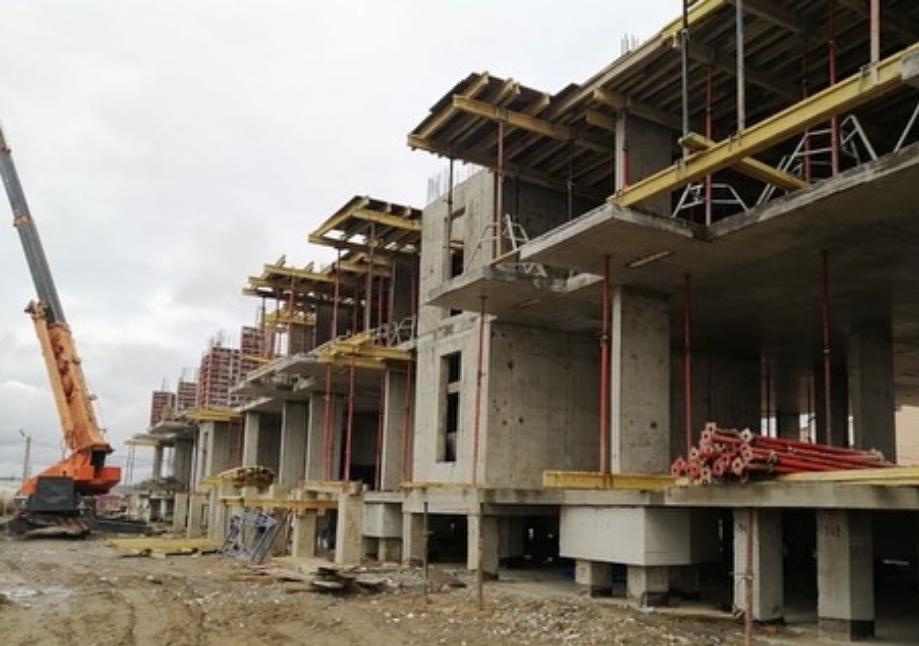 Семь многоквартирных домов строят в Якутске для расселения аварийного жилья