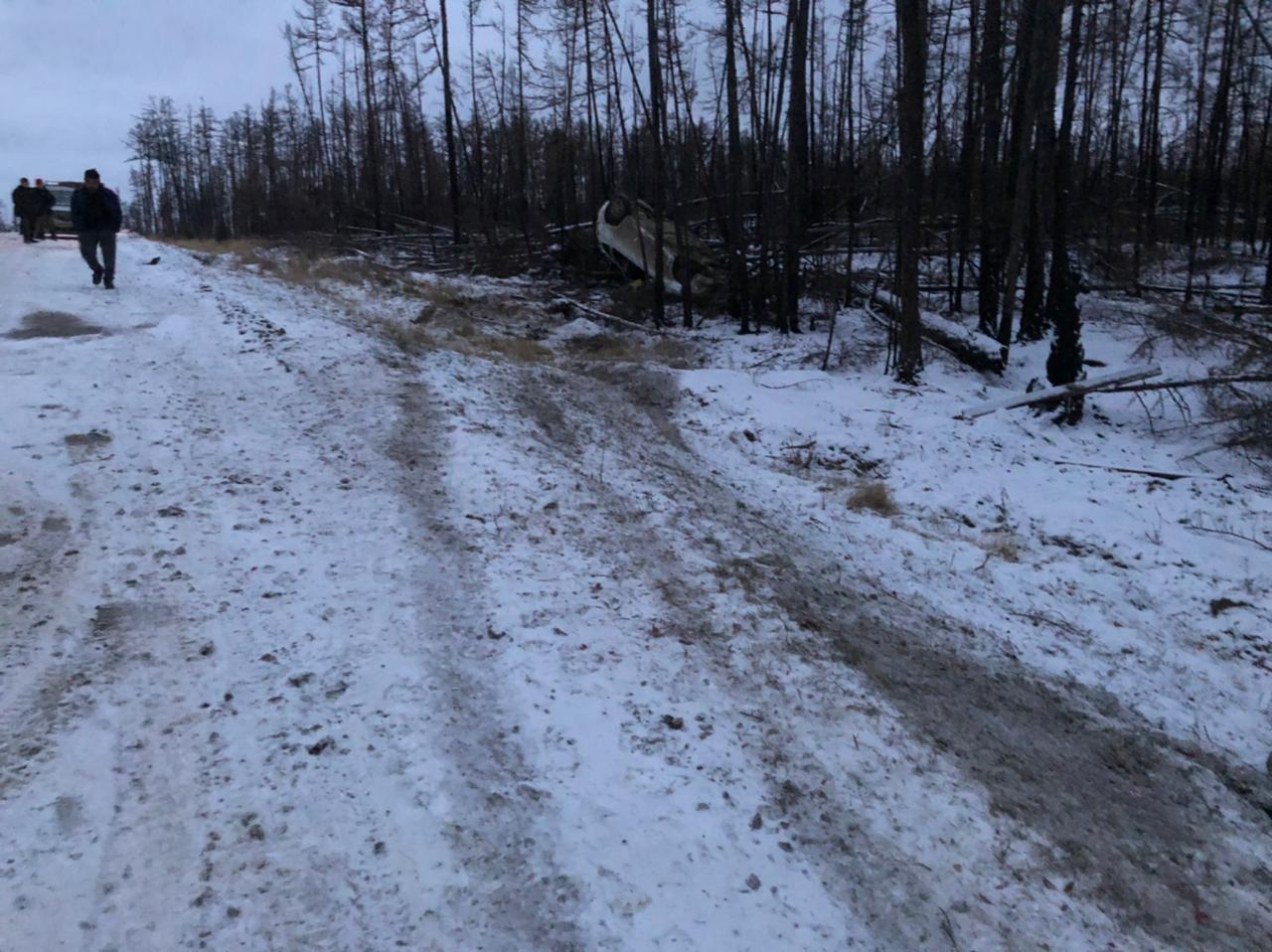 Женщина погибла в результате опрокидывания автомобиля в Горном районе Якутии