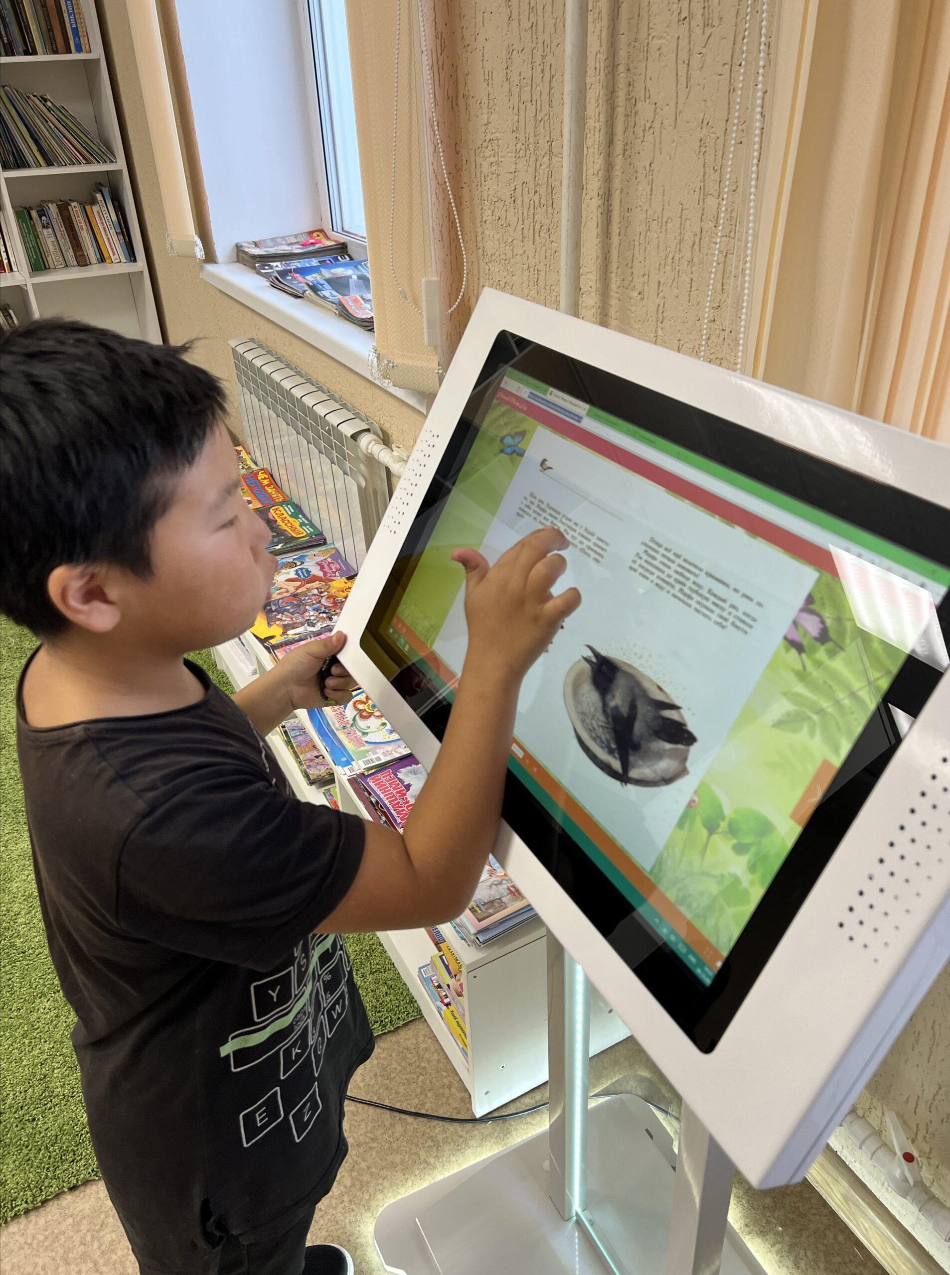 Модельную детскую библиотеку открыли в якутском селе Оленек